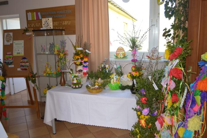 Wystawa pisanek i palm wielkanocnych.