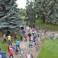 Uczestnicy rajdu rowerowego przedstartem