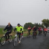 Uczestnicy rajdu rowerowego podczas jazdy