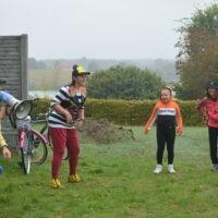 Zabawy cyrkowe podczas rajdu rowerowego